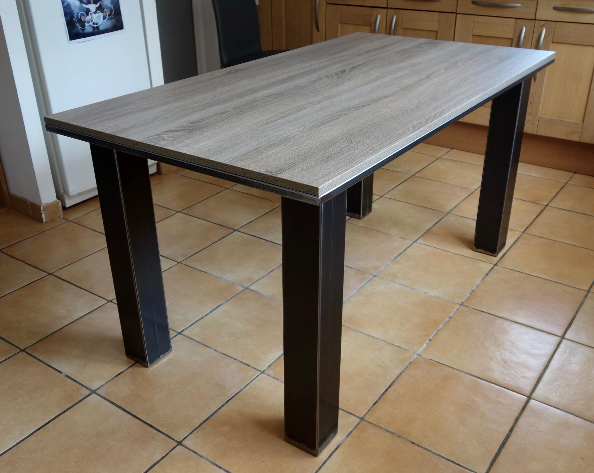 table haute 6 places trendy ilot central cuisine dimension une belle table haute pour personnes. Black Bedroom Furniture Sets. Home Design Ideas